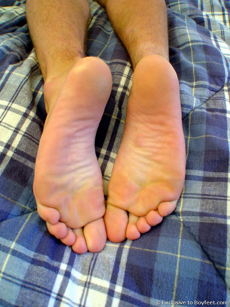 BOYFEET! the hottest twink foot site online!: http://www.boydollars.com/free-galleries/gay-porn-picture/boyfeet-07/